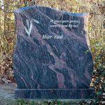 Staande grafsteen enkelgraf