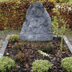 Een grafzerk en een kelder
